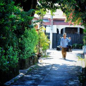 This Way - Tukang Sol Sepatu Keliling